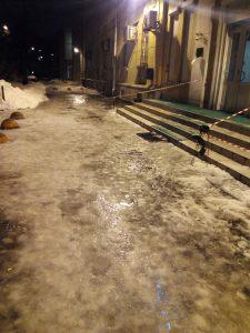 Calle de St Petersburgo con hielo denso / mangelsevilla. Rusia.