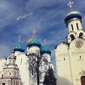 Iglesia en el Monasterio de la Trinidad y de San Sergio, en el pueblo Sergey Posad, Rusia / Mángel Sevilla