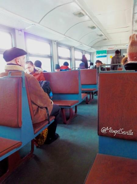 Tren de media distancia en Moscú, yendo al pueblo Sergey Posad, Rusia / Mángel Sevilla